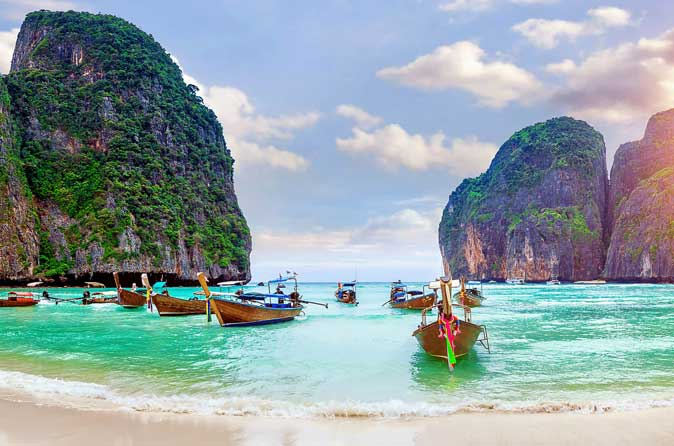 Phi-phi-islands